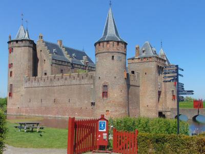 amsterdam-castle-tour-amsterdam-castle-entree