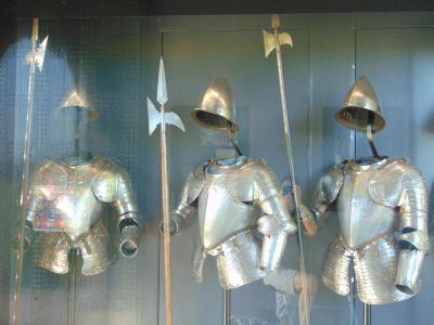 amsterdam-castle-tour-knight-armor-amsterdam-castle