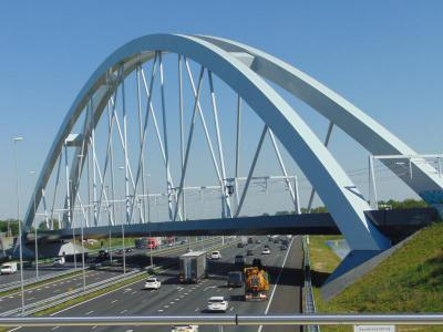 amsterdam-castle-tour-newest-trainbridge-a1