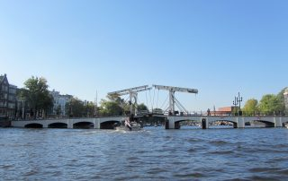 magere brug vanaf het water